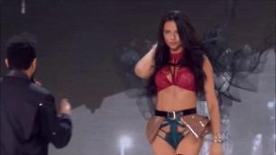 Adriana Lima - Weeknd Starboy live Victoria's secret 2016 runway