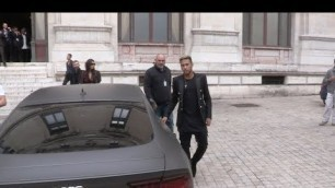 'craziness around Neymar Jr s Car while leaving Balmain Fashion Show'