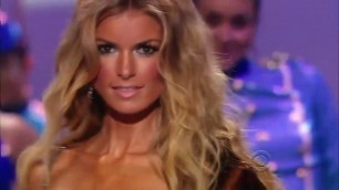 'Victoria\'s Secret Fashion Show-Marisa Miller All Walks'