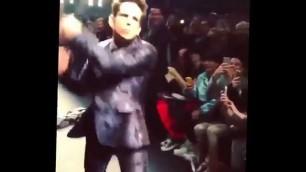 'Fashion Week Paris Derek Zoolander took phone , Valentino show'