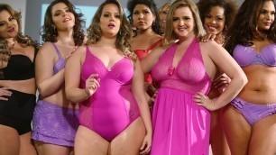 'Fashion Weekend Plus Size 2017 - Plus Size Woman Walks in Bikini Fashion show'