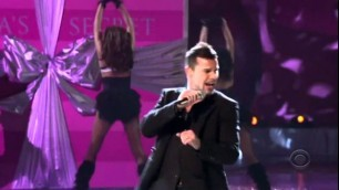 'Ricky Martin Victoria\'s Secret 2005 - Drop It On Me HD'