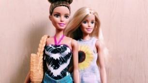 'Doll Review - Pink Passport: Barbie Fashion GIft Set'