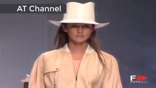'Sexy Fashion show Rome Sexy girl No Bra'