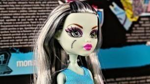 'Monster High - Designer Booo-tique Frankie Stein Doll & Fashions / Projektuj z Frankie - DNM27'